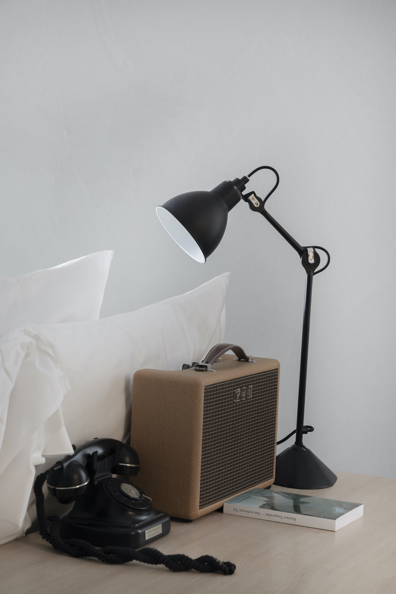 Bluetooth speaker with lamp and phone