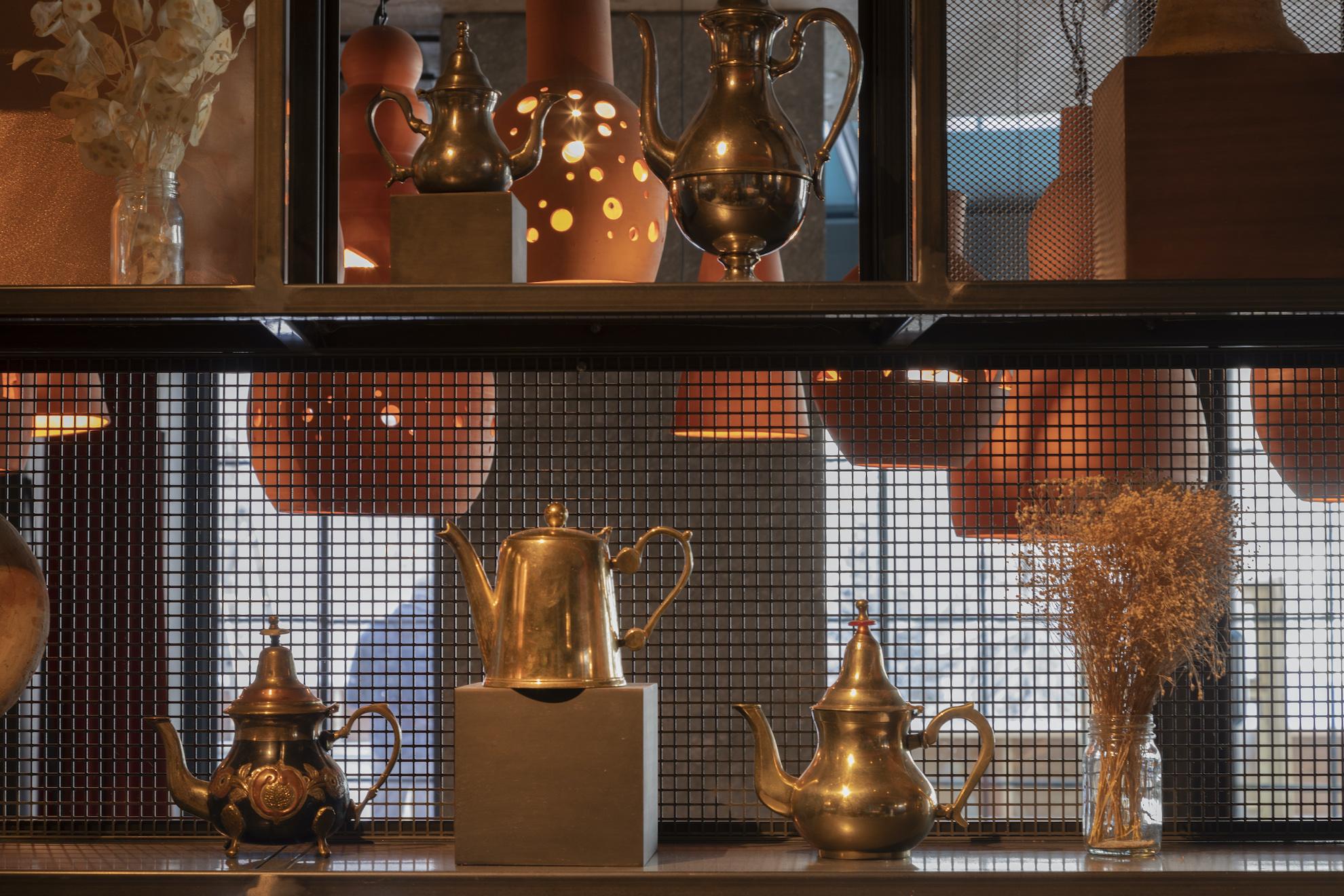 Restaurant avec décorations marocaines
